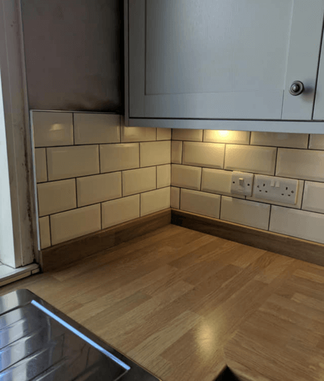 Kitchen splashback – cream metro tiles